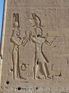 Cleopatra VII Filopator y su hijo Cesarión representados en el Templo de Dendera, Egipto