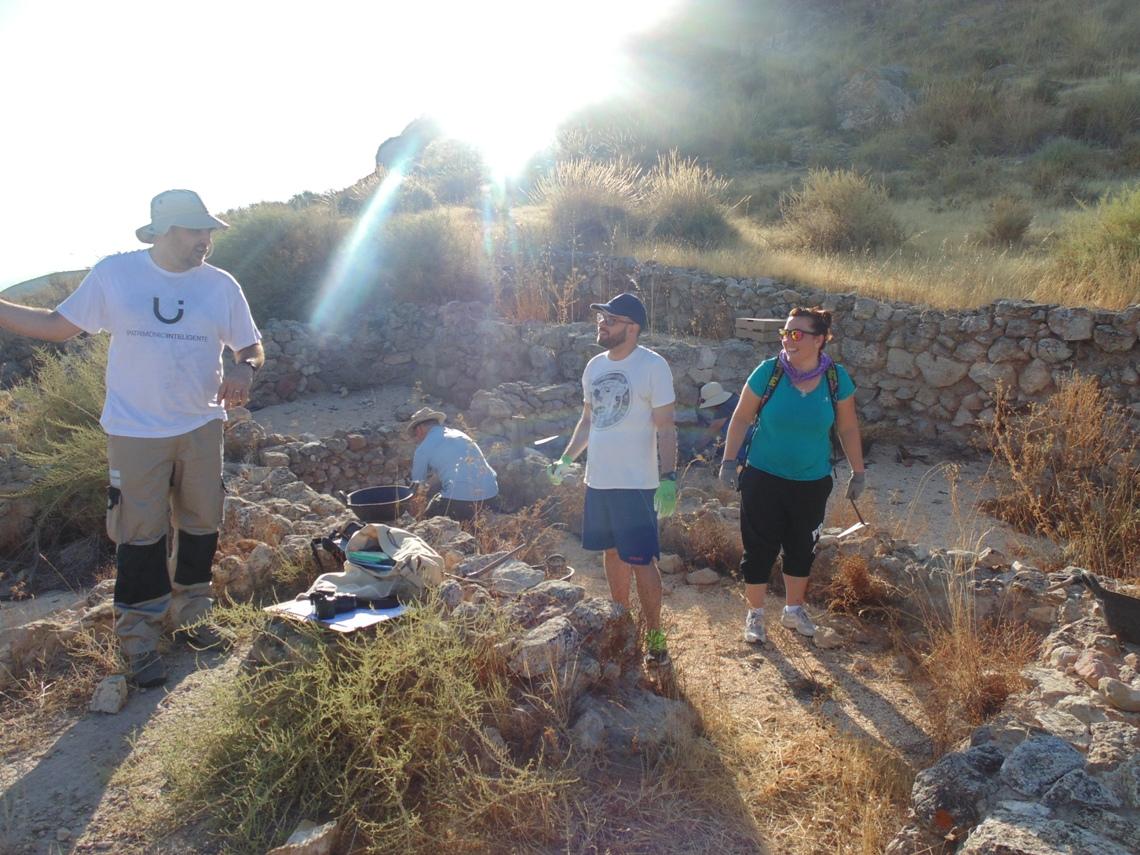 Veinte alumnos de arqueología trabajan en las excavaciones de Coimbra del Barranco Ancho de Jumilla