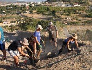 Veinte jóvenes excavan el alma de Begastri