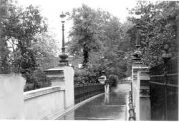 Parque Regent's Park. Puente con leones
