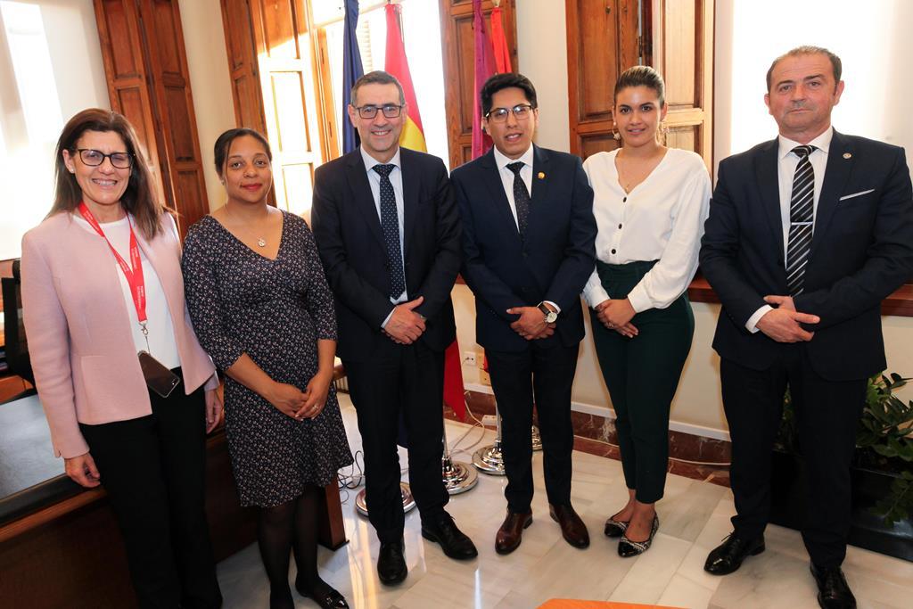 La UMU trabaja con el Gobierno de Ecuador para poner en marcha un gran número de proyectos internacionales