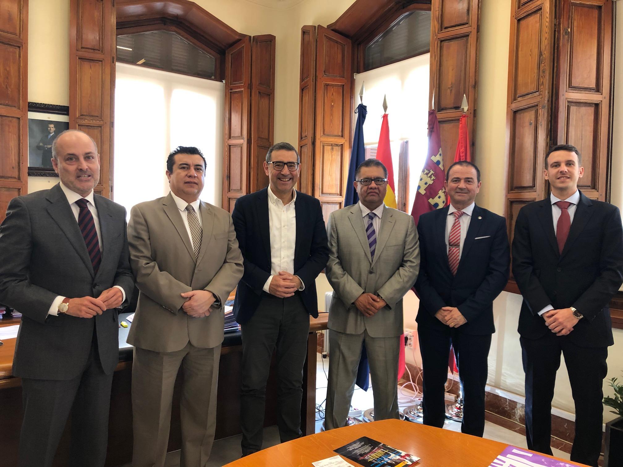 El Rector de la Universidad de Murcia recibió al Rector y al Director Académico de la UNAC de México en el Congreso Internacional sobre Derecho