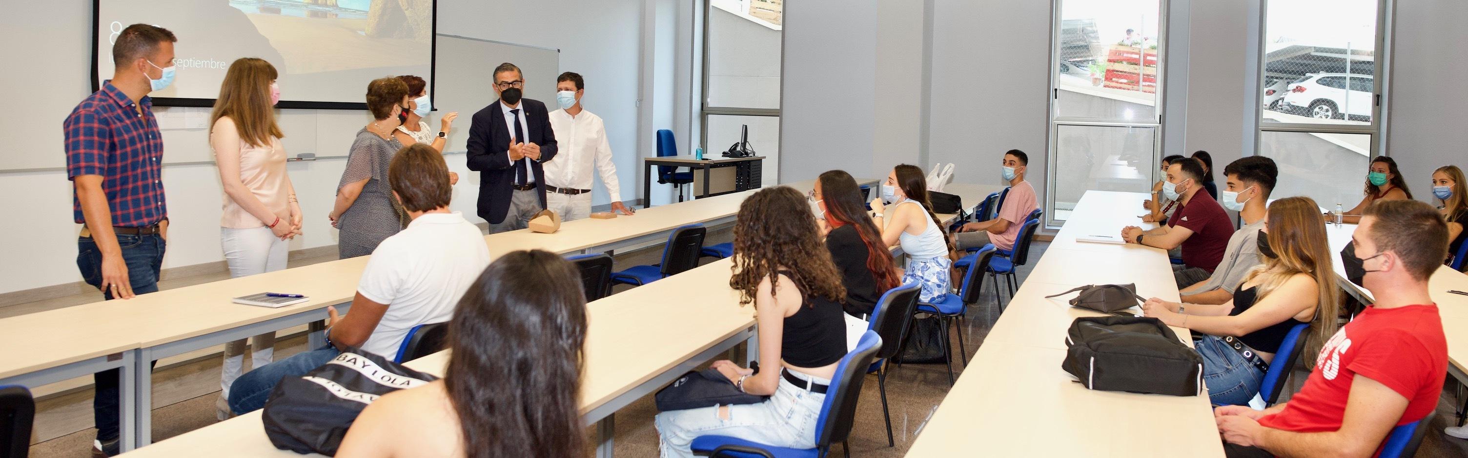 El rector de la UMU da la bienvenida al alumnado que estrena las instalaciones del nuevo Aulario del Campus de la Salud