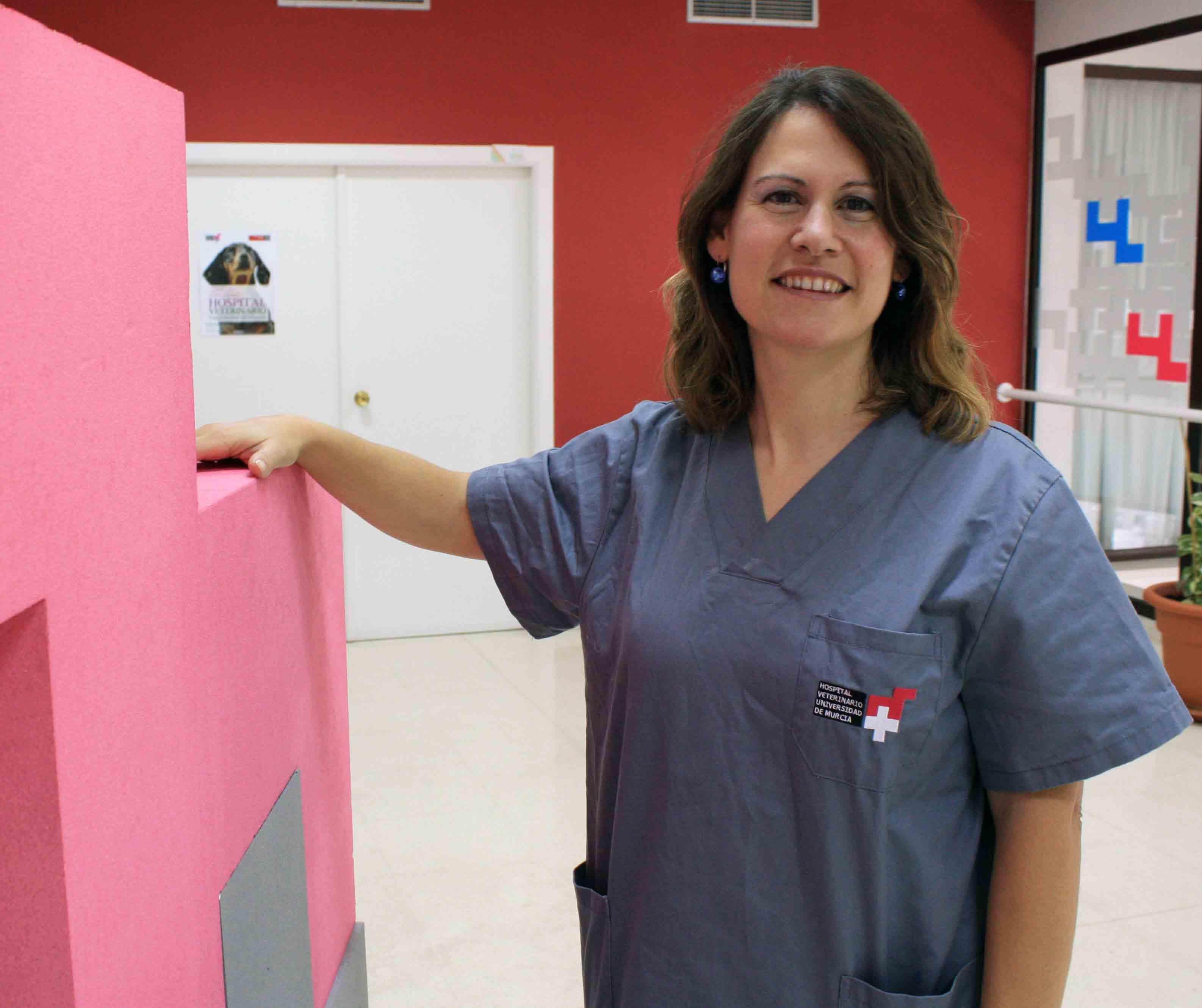 La dermatóloga veterinaria Amagoia Íñiguez, del Hospital Veterinario UMU
