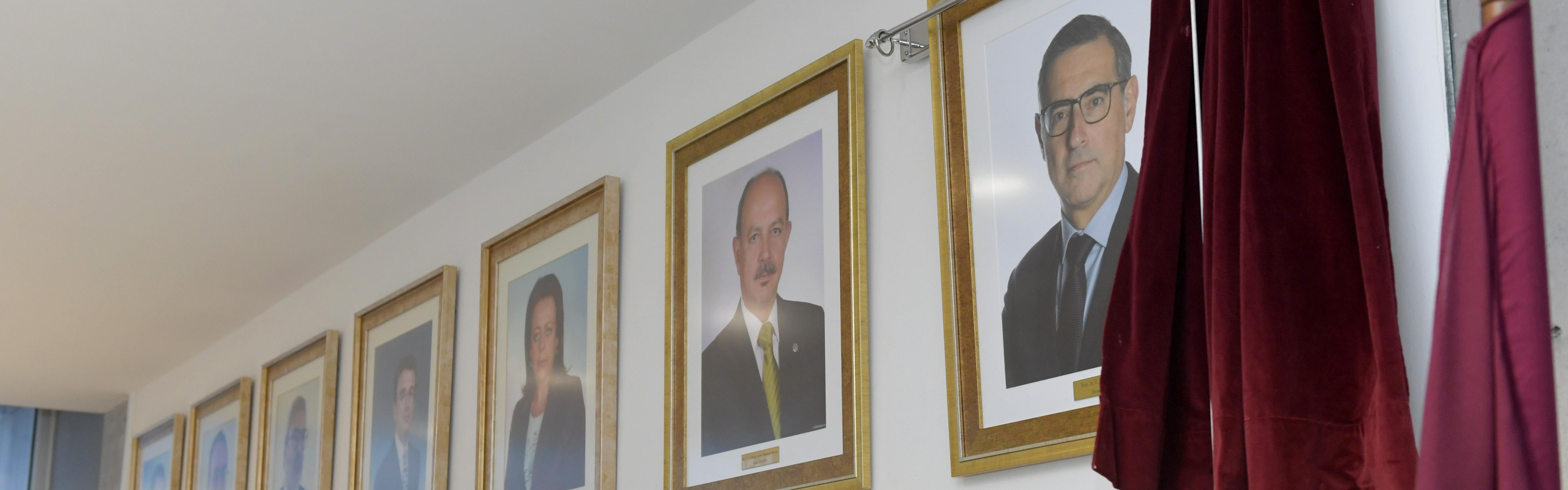 La Facultad de Ciencias del Trabajo cuelga el retrato de José Luján en su galería de decanos