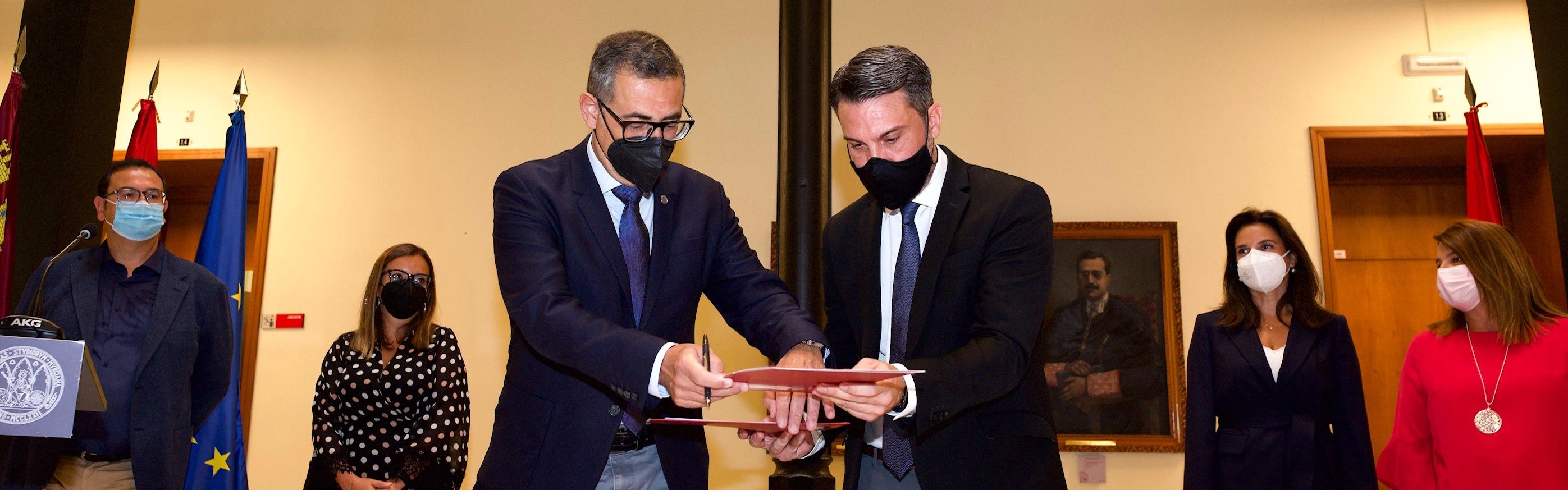 La Universidad de Murcia y la empresa pública SAES se unen para potenciar la investigación en ciberseguridad