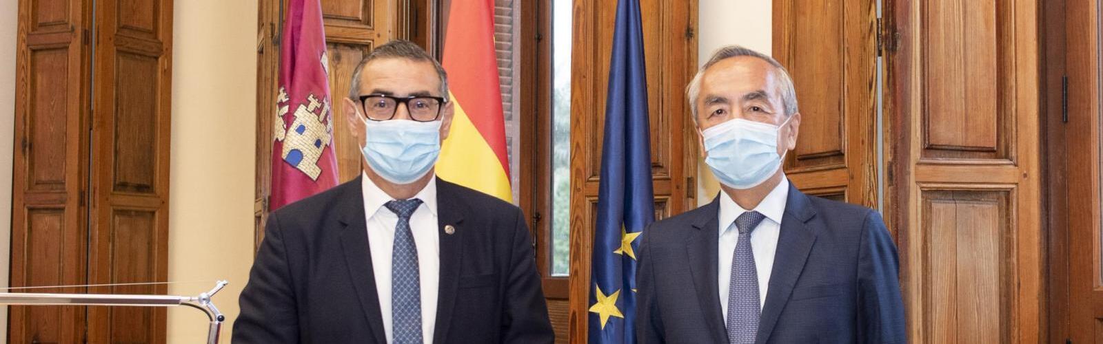 El embajador de Japón en España visita la UMU
