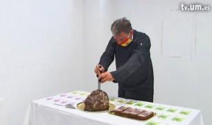 La idea y la odisea: artentados, metabolismo de libre comerse e historias del camaleón daltónico. La obra de César Martínez, artista indisciplinario.
