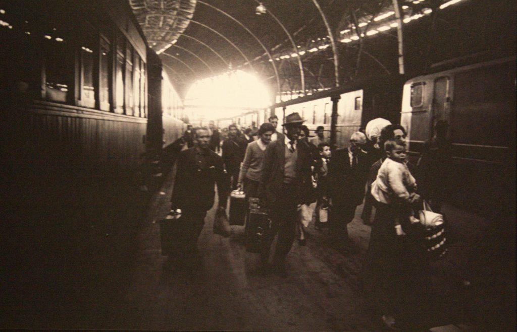 ImmigrantsEstacioFrança_XavierMiserachs_CollecioMACBA_fonsXMiserachs_1962